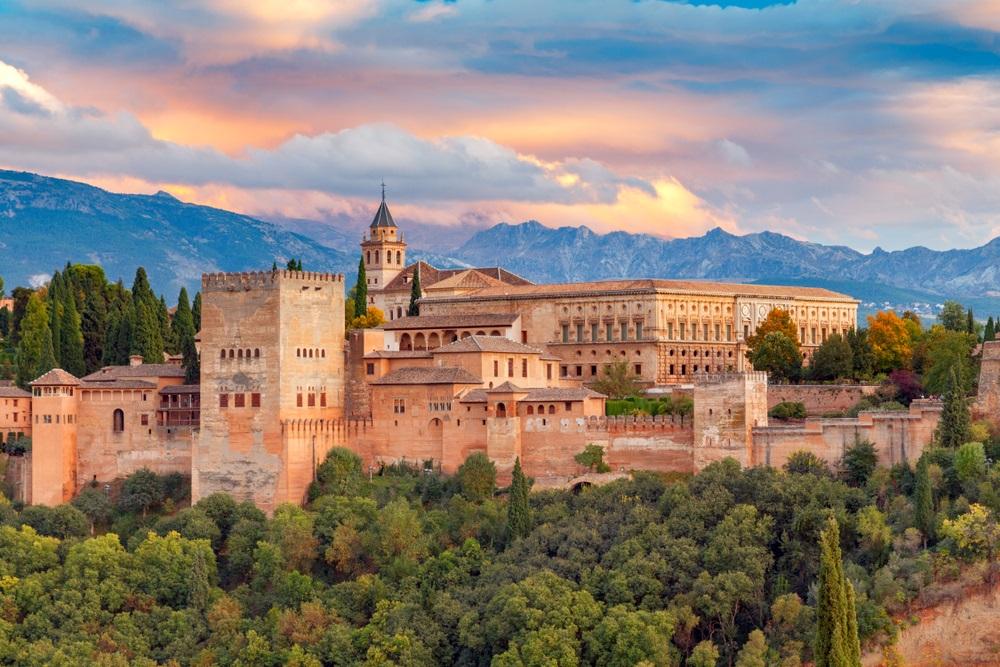 Het prachtige Alhambra paleis in Granada, Andalusië, Spanje.