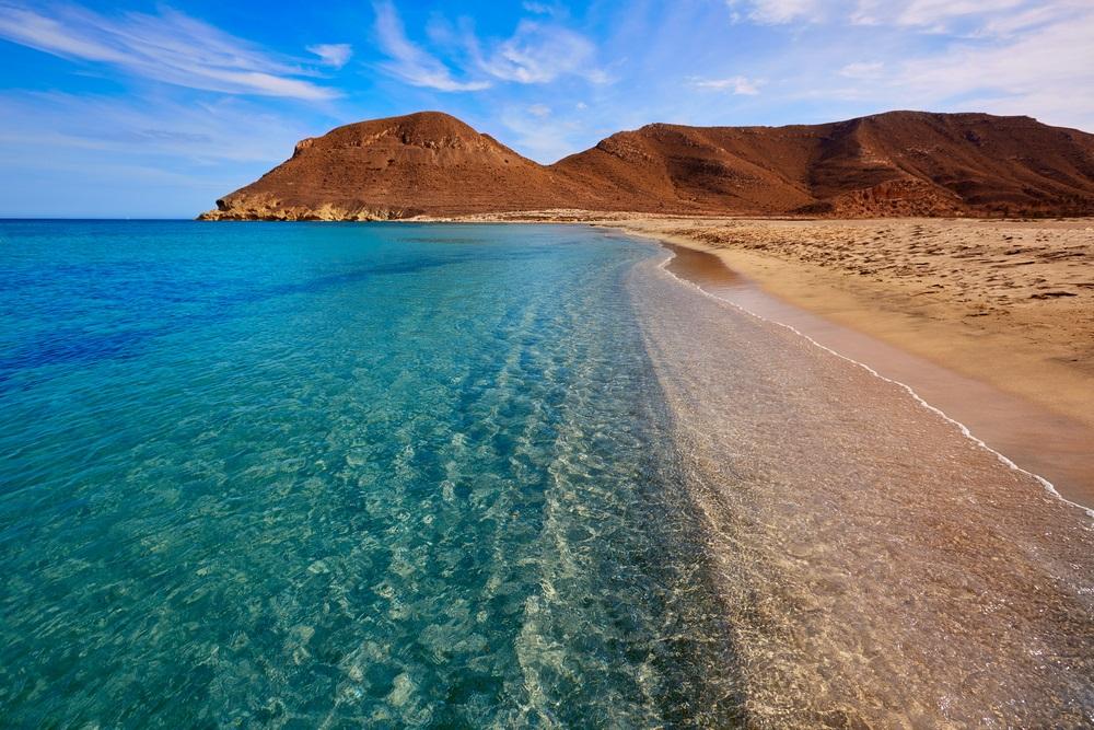 Almeria in Cabo de Gata Playa Rodalquilar. Strand aan de Middellandse Zee Spanje, Andalusië.