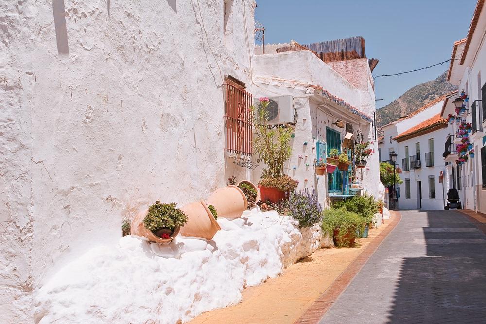 Karakteristieke straat in het centrum van Benalmadena, Andalusië.