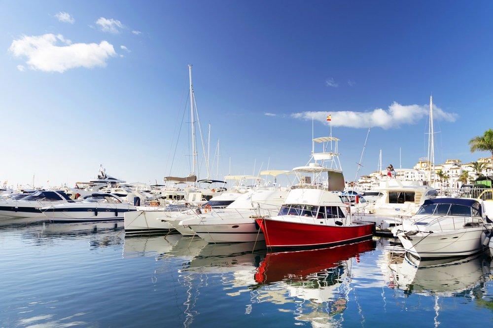 Beroemde jachthaven van Puerto Banus in de buurt van Marbella aan de Costa de Sol, Andalusië, provincie Malaga, Spanje.