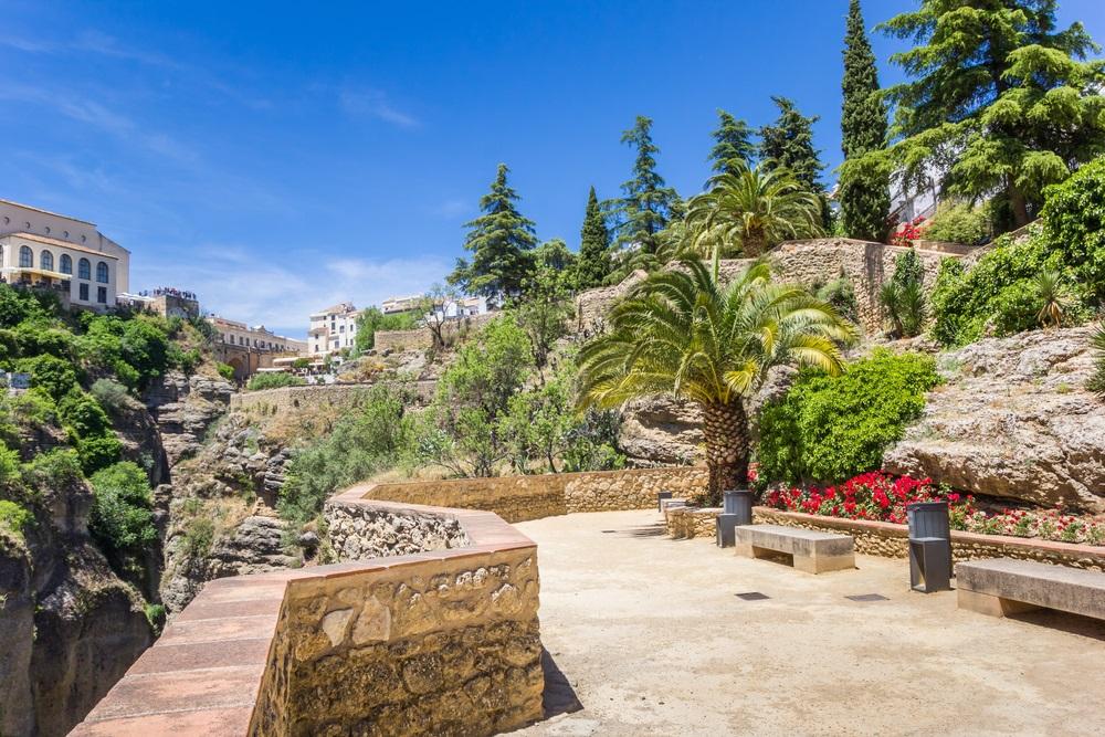 Jardines de Cuenca tuinen in de historische stad Ronda, Spanje, Andalusië.