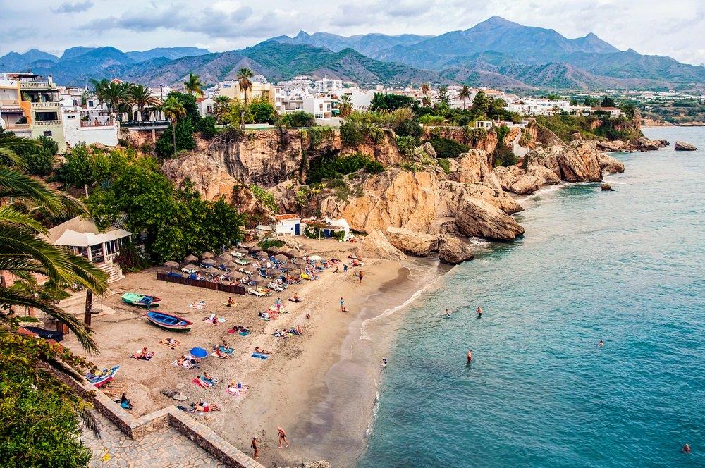 Strand van Nerja, Andalusië, Spanje.