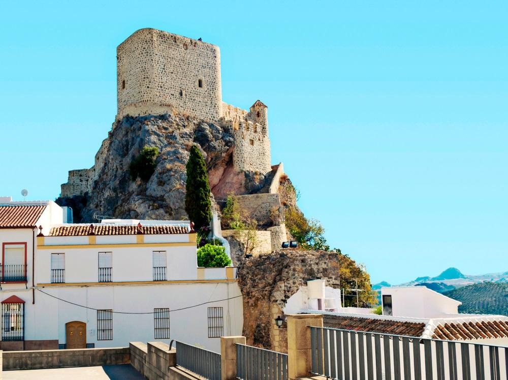 Het fort van Setenil de las Bodegas, Spanje, Andalusië.