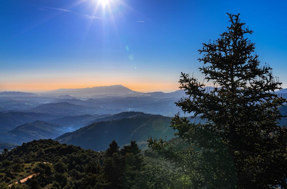 Uitzicht vanaf Sierra de las Nieves, Málaga, Spanje. Berglandschap.