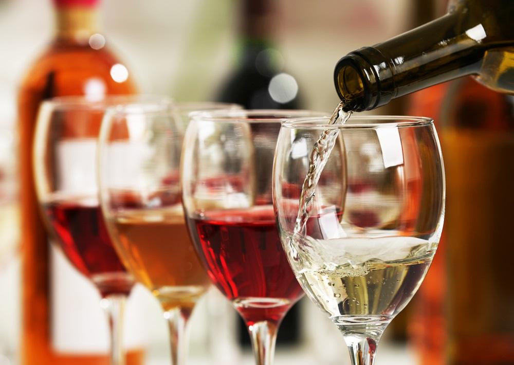 Wijnproverij in het Mijas Wijnmuseum. Mijas, Andalusië.