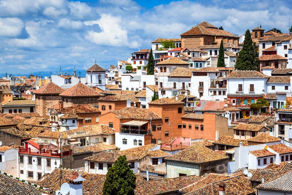 Granada, Spanje - Albaicin Moorse middeleeuwse wijk, traditionele Arabische architectuur van Andalusië .