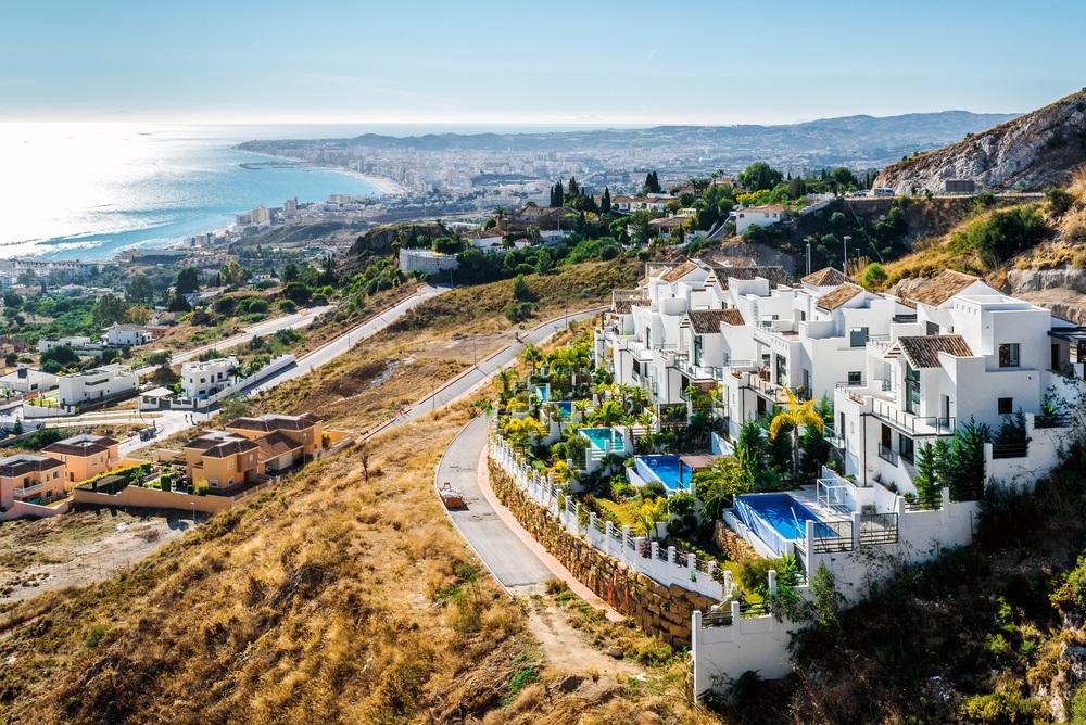 Luchtfoto van Fuengirola. Fuengirola is een stad en gemeente aan de Costa de Sol in Málaga. Andalusië, Zuid-Spanje.