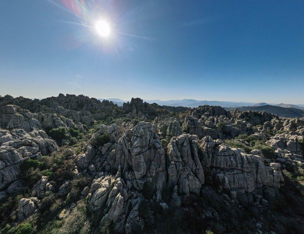 Kalksteenbergen in el Torcal de Antequera. Karstlandschap. Andalusië, Spanje.