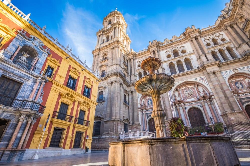 Het historische centrum van Malaga met zijn imposante Kathedraal. Spanje, Andalusië.