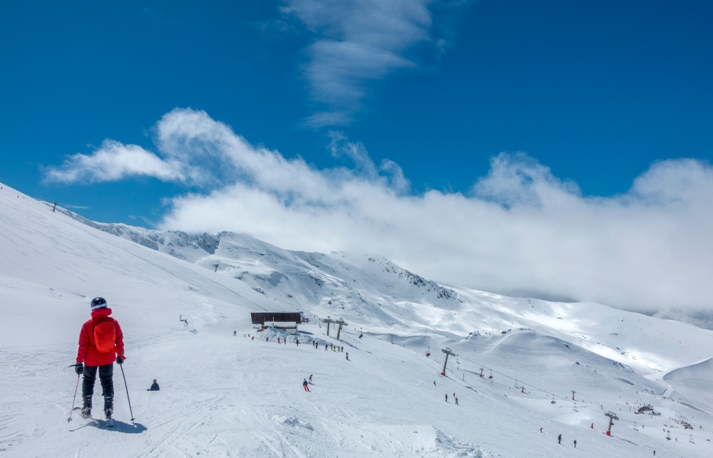 Skiërs bij het Sierra Nevada Ski Station, Andalusië, Spanje.