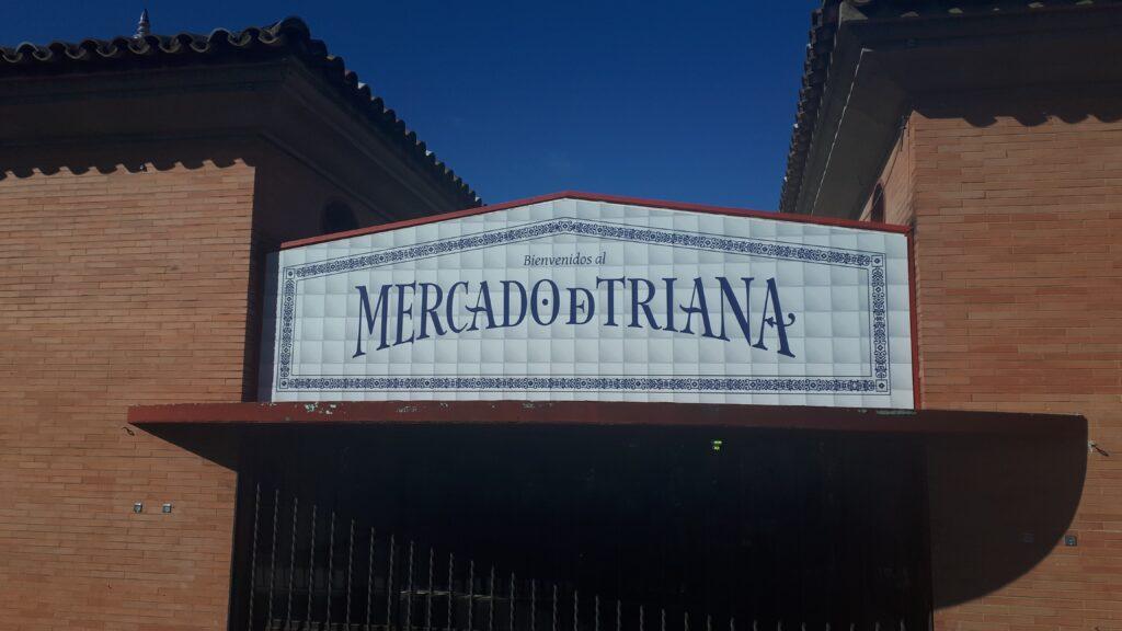 Mercado de Triana in de gelijknamige wijk van Sevilla, Andalusië, Spanje.