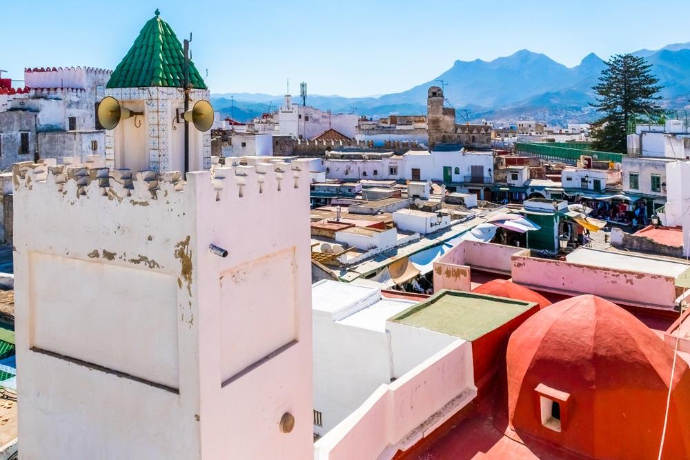 Prachtig uitzicht op de witte kleur medina van de stad Tetouan, Marokko in Afrika.