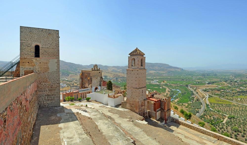 Alora kasteel en het omliggende platteland Andalusië Spanje.
