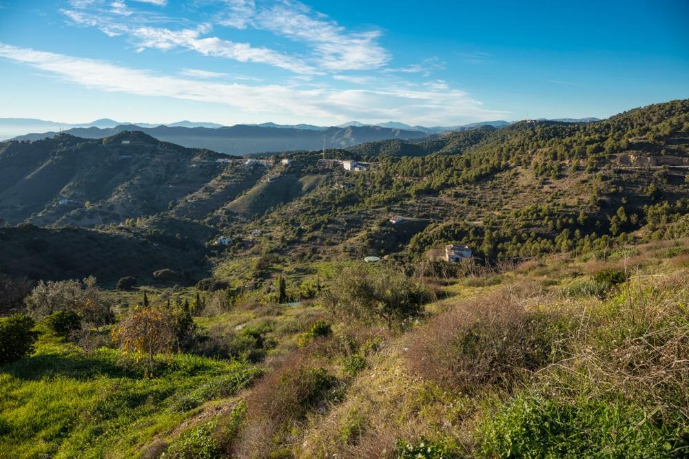 De prachtige heuvels van Montes de Malaga vlakbij Colmenar, Spanje, Andalusië.
