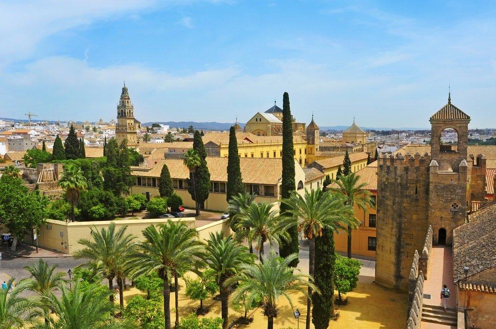 Uitzicht op Alcazar en kathedraal moskee van Cordoba, Spanje. Rondreizen door Andalusië.